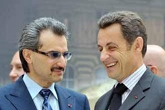 Saudi Prince Al Walod bin Talal (L) with Sarkozy (R) at Islamic art ceremony